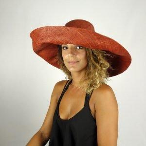 model with raffia hat big size