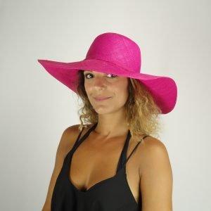 model with raffia pink hat big size