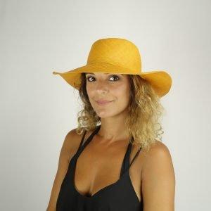 model with raffia orange hat small size