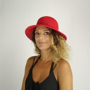 model with raffia red hat small size