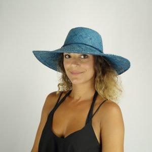 model with raffia blue hat big size