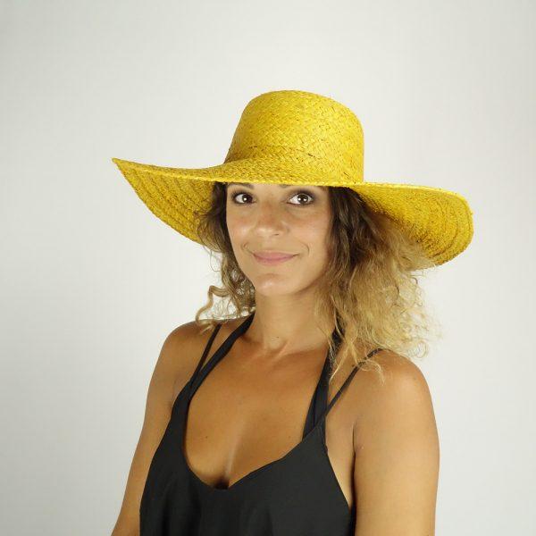 model with raffia yellow hat big size